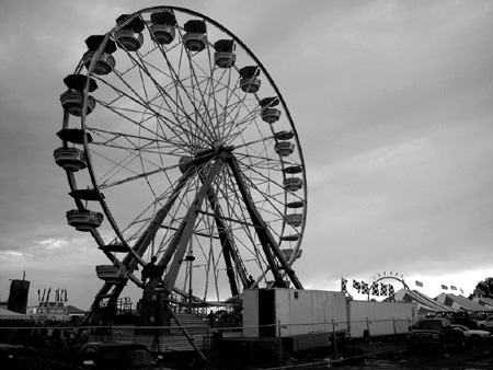 The Reithoffer's ferris wheel (This photograph is © 2005 by James G. Mundie; reproduction without express permission is prohibited.)